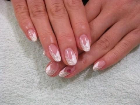 白とシルバーの綺麗めV字フレンチネイル | S-gel staff blog