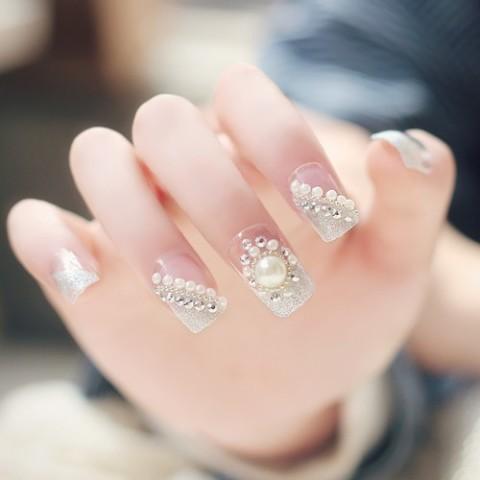 false nail   We Heart It