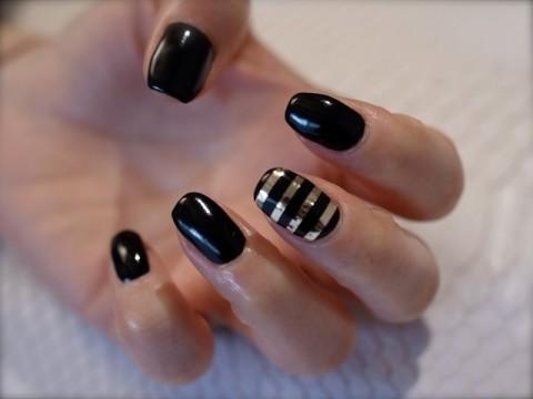 ☆シンプル&クール!ブラックネイルにゴールドボーダー☆|パリのネイルサロン Bijoux nails Paris