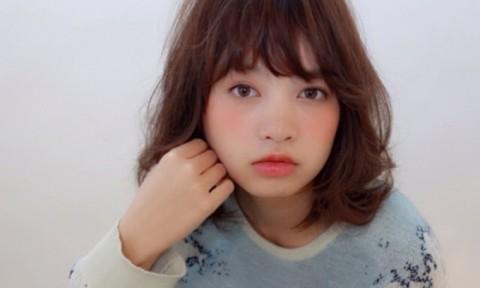 """若い女性に大人気『ミディアムボブ』が可愛い秘密は""""前髪×カラー""""にあった♡"""