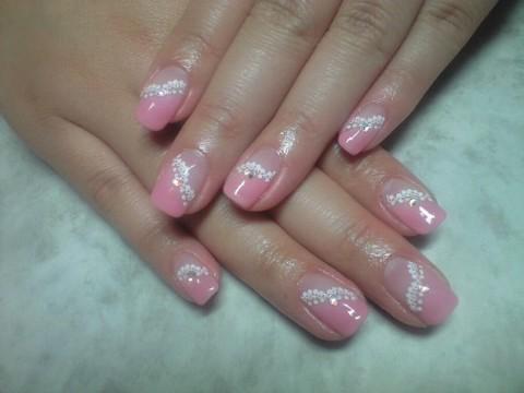 最近一番人気のデザインネイル ピンク*白レース*オーロラが控えめな姫... - 写真共有サイト「フォト蔵」
