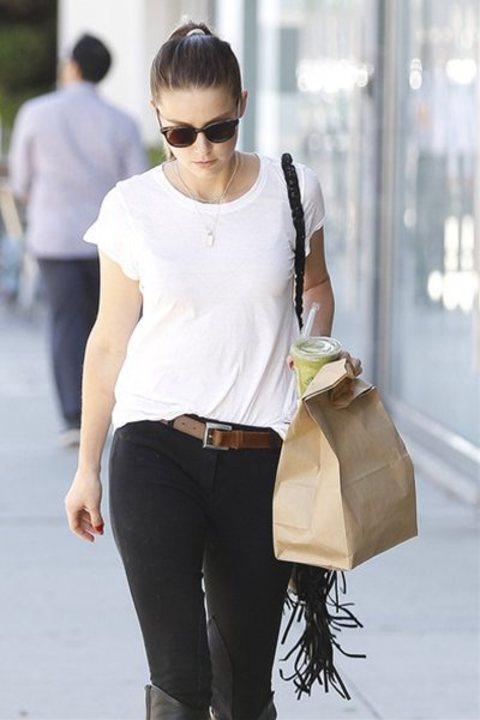アンバー・ハード - 膝下までロングブーツにTシャツのシンプルスタイルでLAにて  | 海外セレブファッションスナップ CELEB SNAP