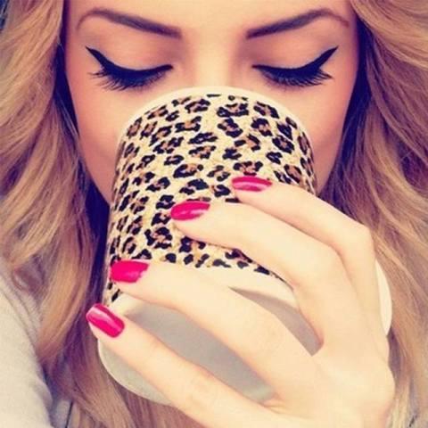 """Monday morning caffeine & eyelashes. http://t.co/dvGaIg5P6A"""