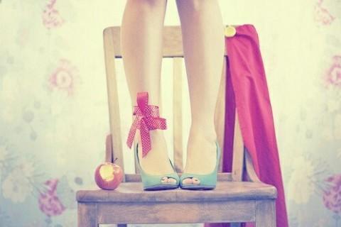 ちょこんとGIRLY…♡小さめリボンが可愛いっ♩オトナ女子にもおすすめ▷冬のリボンネイル♡*
