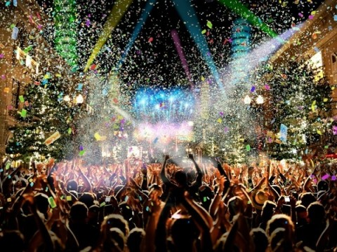 【テーマパークで迎えるお正月!】大晦日、オールナイト営業のテーマパーク3選