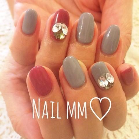 グレーネイル♡#nail #nails #nailmm #nailpic #newnail #nailfashon #jel #art #red #gray#恵比寿#ネイル#ネイルサロン#ネイルミリ #ネイリスト #赤ネイル#グレー#ビジュー |  | 恵比寿ネイルサロン - ネイルミリNailmm