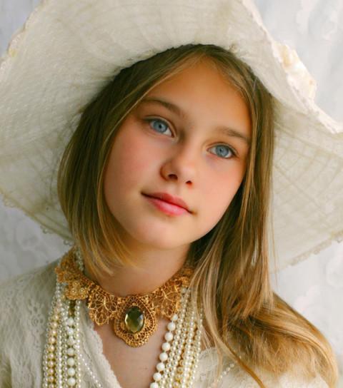 [フリー画像素材] 人物, 子供, 少女 / 女の子, 帽子, 外国の子供 ID:201406191900 - GATAG|フリー画像・写真素材集 4.0