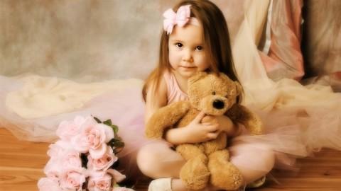 Little girl with teddy bear Wallpaper   1366x768 resolution wallpaper download   Best-Wallpaper.Net