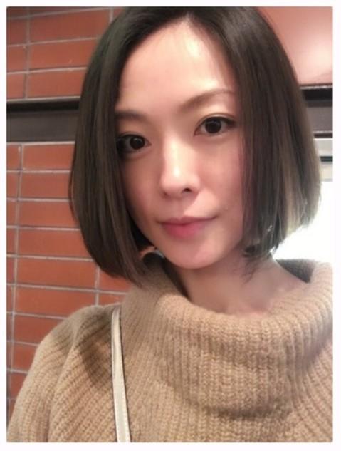 モデル徳澤直子、髪ばっさり大幅...