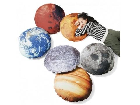 お部屋がまるで宇宙空間に!ふかふかした「太陽系の惑星&衛星」で、宇宙遊泳気分を楽しもう