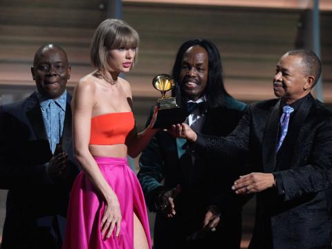 「くだらない批判は相手にしない」グラミー賞でテイラーが放ったパワフルなメッセージ