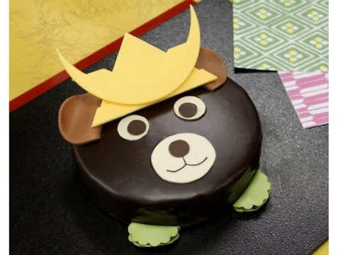 凛々しいクマさんがこどもの日をお祝い!かぶとを被った「こぐまのチョコレートケーキ」が予約販売を開始♪