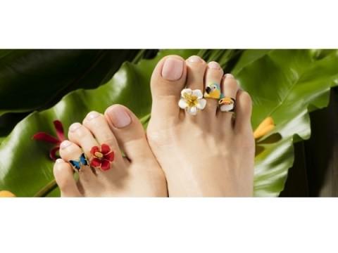サンダルファッションを楽しむなら、足のケアとオシャレも忘れずに!今注目のアイテム4選