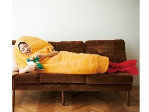 笑いと衣につつまれる幸せをあなたに♪ 「着るエビフライ寝袋」で見慣れた日常をもっと楽しく!