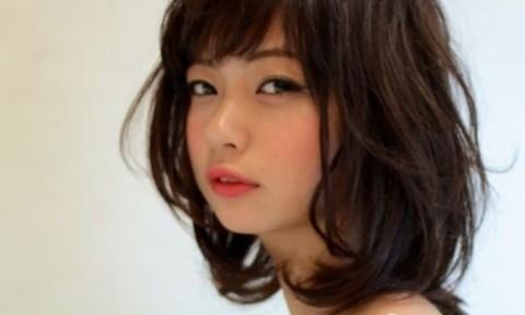 アレンジしやすい長さだからこそ人気なミディアムヘアは前髪や巻き方で雰囲気を変える!♡