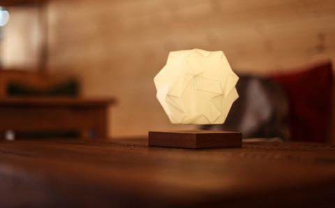 どうなってるの…?和モダンデザインの浮遊するライトがカッコイイ!
