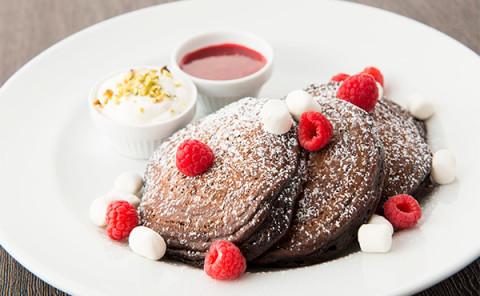 猿田彦珈琲のコーヒーを使った品も!店舗ごとに異なる「サラベス」のバレンタイン限定パンケーキに注目☆