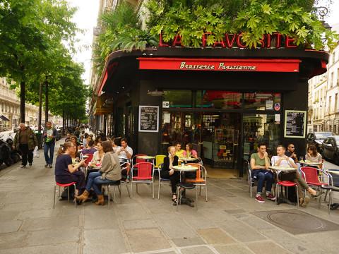 カフェでスマホ禁止に。パリジェンヌのデジタルデトックス
