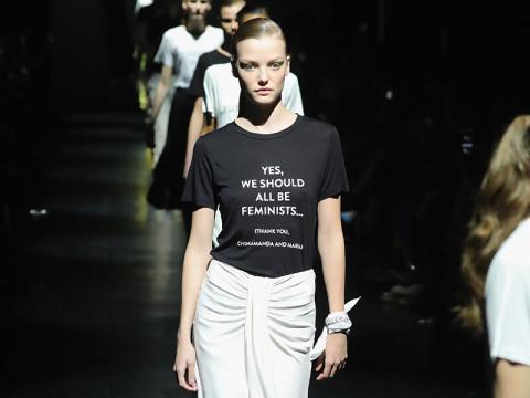 ガールズパワーを訴えるデザイナーが続々。NYがレタードファッションであふれる #NYFW
