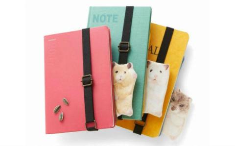 見つめる姿にキュン♡ノートにつけて持ち歩ける「ハムスターペンポーチ」でバッグの中がスッキリ!