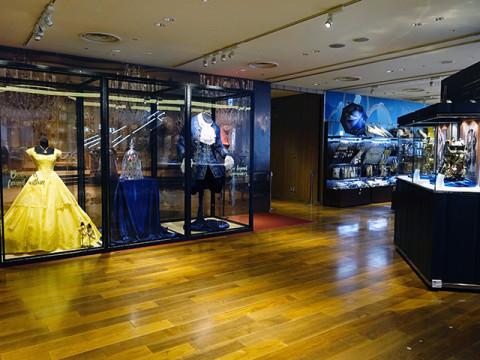 エマ・ワトソンが着用したドレスも展示。銀座で「美女と野獣」の世界を堪能できる