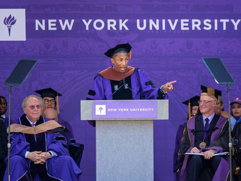 ファレルのNYU卒業式スピーチ「本当のインフルエンサーは、フォロワー数を増やすことに必死にならない」