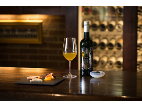 ワイングラスで嗜む究極の玉露、豪華寝台列車「瑞風」に登場