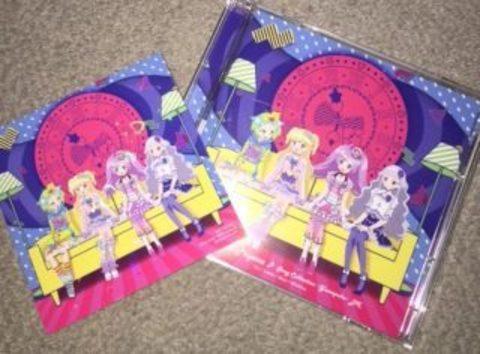 『アイドルタイムプリパラ』の挿入歌CDがついに発売っす! ジャケットではみんなが仲良く手を繋いでいるっす!! アニメイトカフェ池袋2号店ではコラボカフェも!?