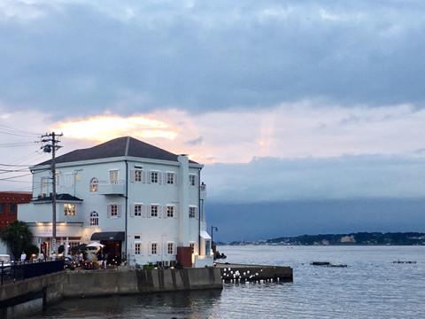 窓から見える海が最高のスパイス。東京から1時間で行けるフレンチレストラン#葉山