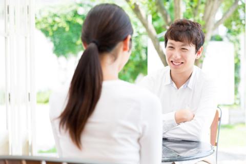 会話中の仕草や態度
