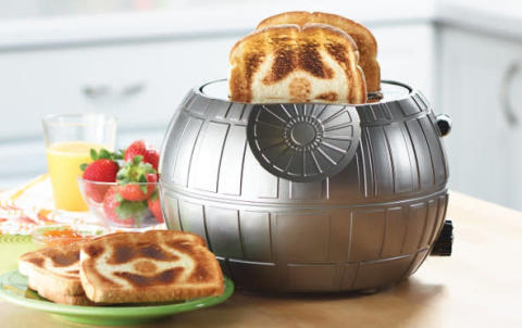 「TIEファイター」の焼き目付き!『スター・ウォーズ』ファン必見のデス・スター風トースター