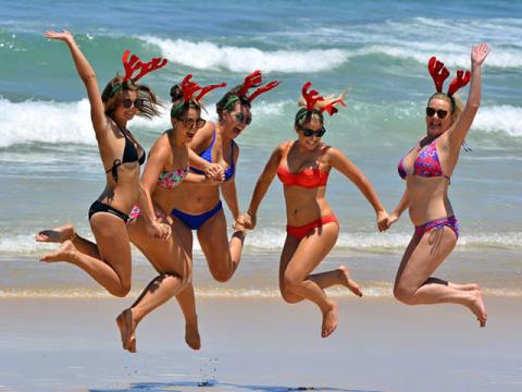 クリスマスは思いっきり自分を甘やかす。ひとりでも大勢でも謳歌するオージーガール