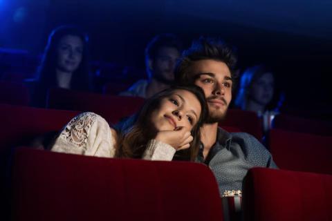 ハワイでのデート、意外にも映画が人気!? 必ず携帯すべきものって?