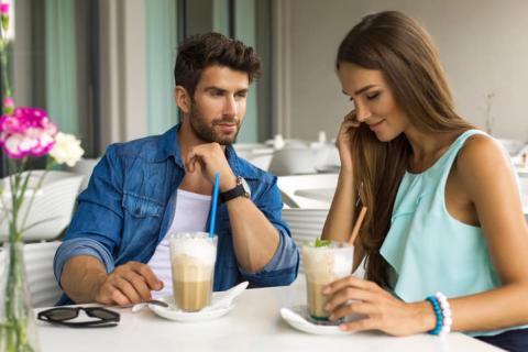 デートが白けた雰囲気に…わざとらしくなく盛り上がる話題3つ