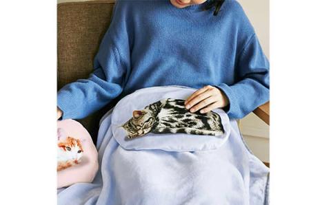 ねこ好きのハートをズキュン♡ニャンコがお膝の上でくつろぐブランケットがフェリシモ猫部に登場
