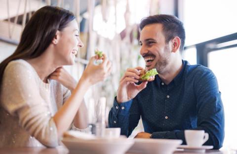 モテる話し方は男性の話すスピードやリズム声の大きさ等に合わせて会話