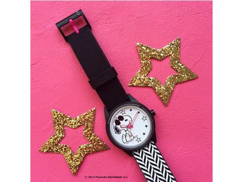 スマイルソーラー×スヌーピー!おしゃれかわいい限定腕時計