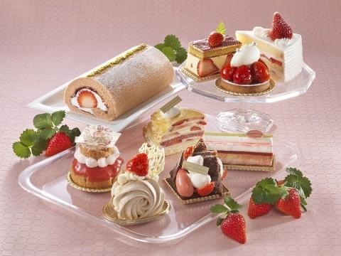 苺を使った可愛らしいケーキやパンがずらり並ぶ「苺フェア」