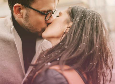 キスの仕方でわかる彼の結婚後の姿診断
