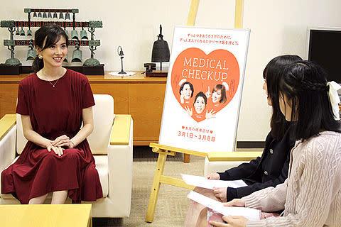 女性の健康週間イベント安座間さんにインタビューの写真