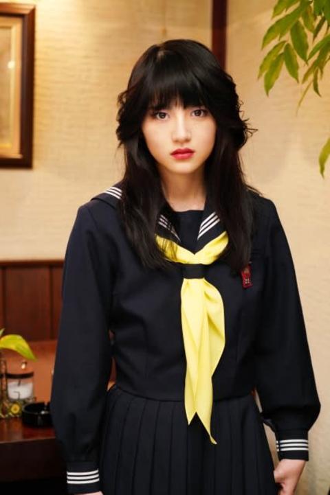 乃木坂・若月佑美、貫禄のスケバン姿を披露「世界観を楽しんで」