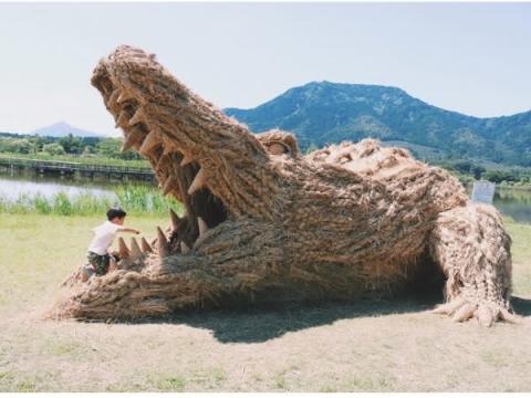稲わらの巨大動物達が出現!新潟で「わらアートまつり」開催