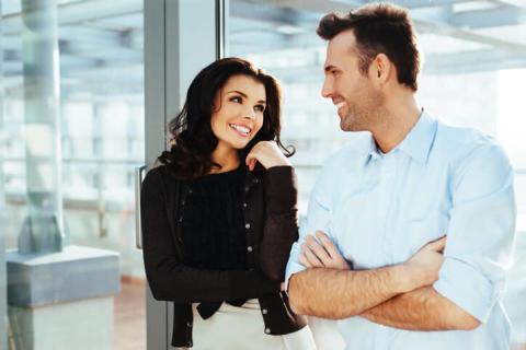 目指せ職場恋愛・職場結婚! 職場でモテる女性の特徴・5つ