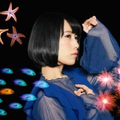 歌手・声優の 佐々木李子 にファーストアルバム『瞼の裏に映るもの』やアニメ『邪神ちゃんドロップキック』の魅力を聞く