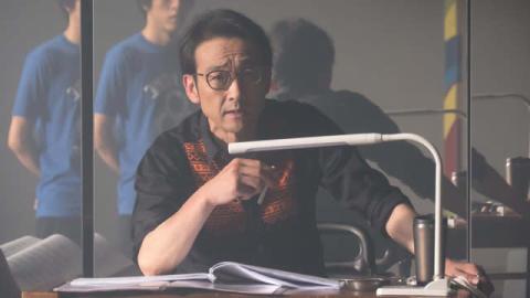 渡辺麻友を狂気に導く演出家を吹越満が怪演&テレビドラマ初出演・宮澤エマ