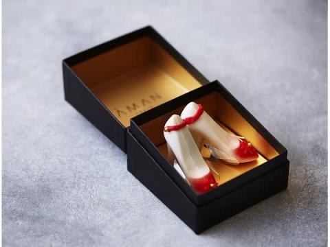 シャンパーニュと苺が香るロマンチックなハイヒール型チョコ