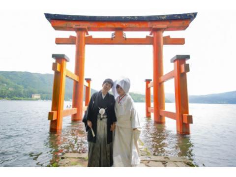 家族旅行も叶う「箱根神社結婚式×旅館ウェディング」プラン