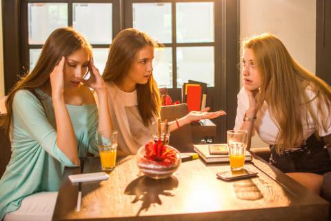 男子が「この子性格悪そう」と感じる女子同士の会話3つ
