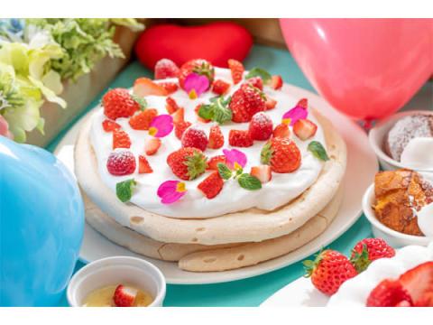 まるで妖精のピクニック!苺たっぷりのデザートビュッフェ