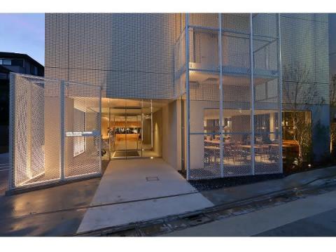 """東京・蒲田に""""町工場""""と共創したスタイリッシュなホテルが誕生"""